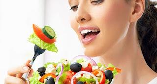 cara mengencangkan wajah secara alami dengan diet sehat