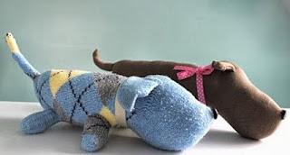 http://un-mundo-manualidades.blogspot.com.es/2013/11/bonito-perrito-hecho-con-un-calcetin.html