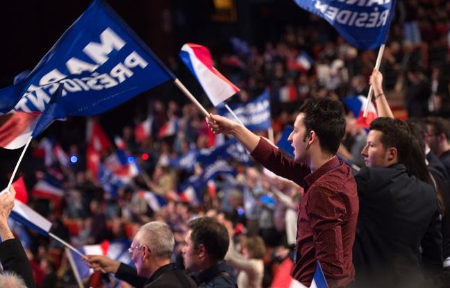 Des militants du Front national lors du discours de campagne de Marine Le Pen, candidate du FN, le 5 février 2017 à Lyon