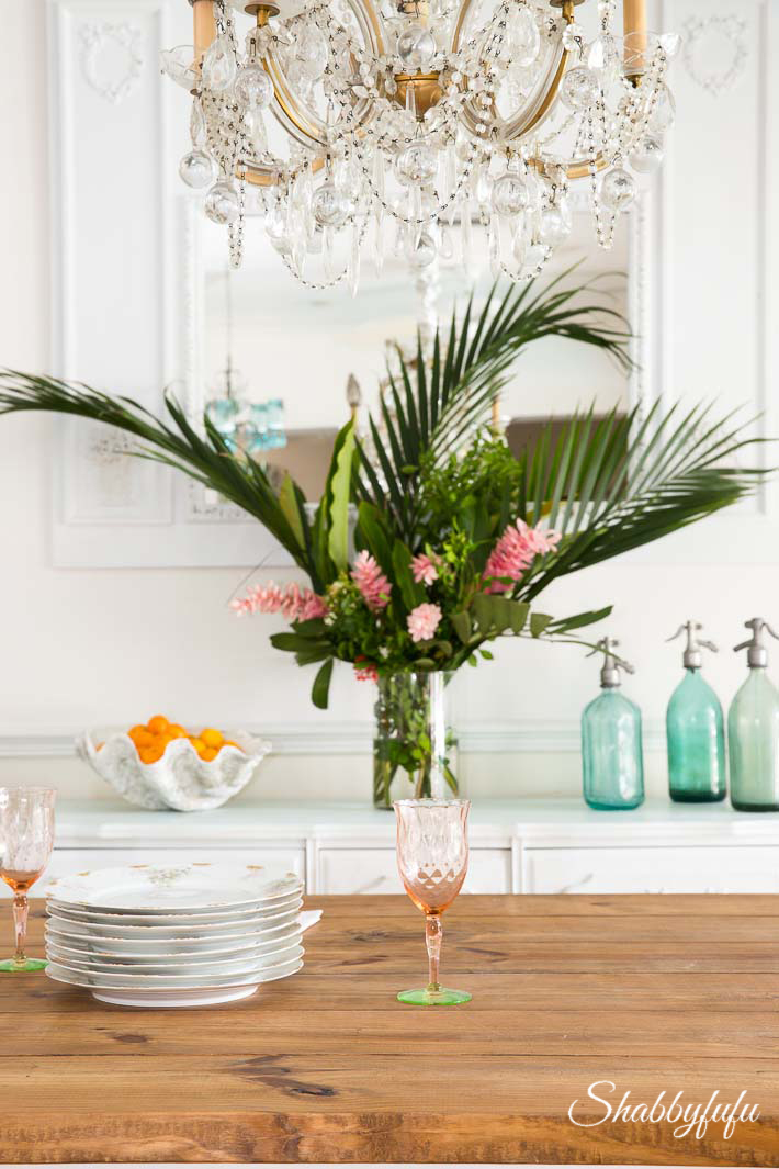 Tropical Decorating Ideas With Flowers   shabbyfufu com beach coastal dining room