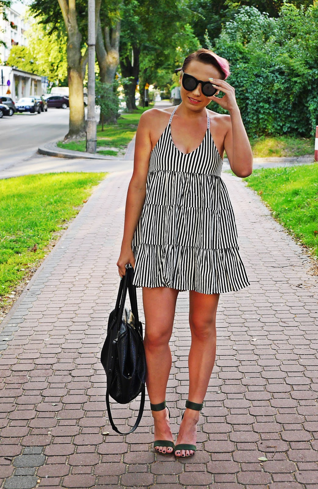 stripes_dress_green_heels_ootd_look_karyn_blog_010817c