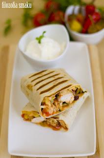 (Burrito z kurczakiem i pomidorami