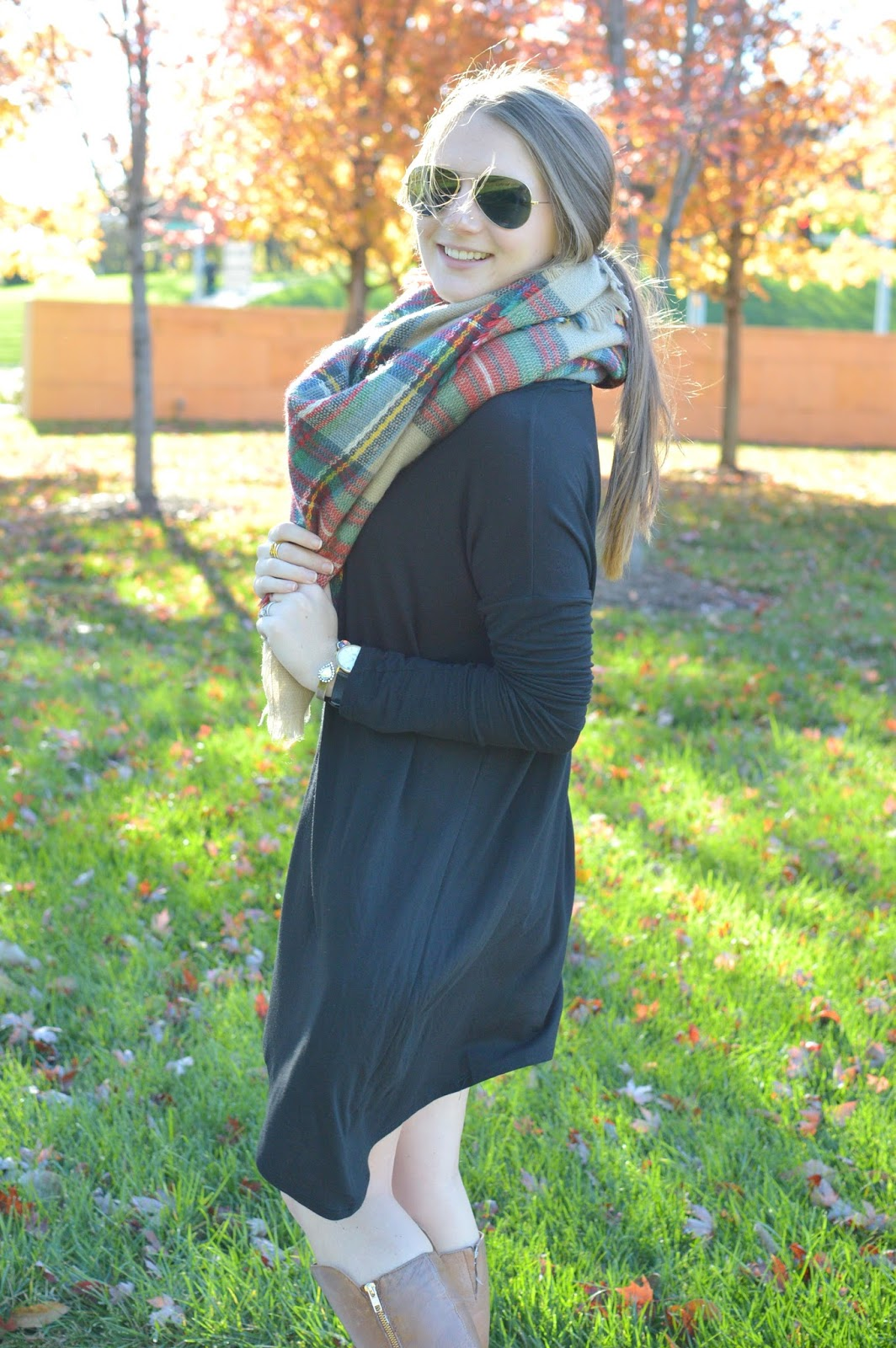 fall outfit ideas with a blanket scarf