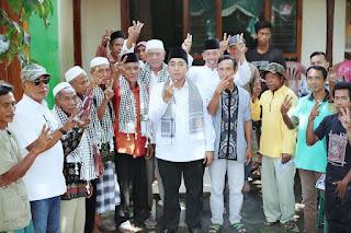 <b>Blusukan di Pekat Dompu, Mori Janji Perjuangkan Hak Petani</b>