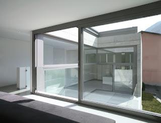 Cerramientos con perfiles de aluminio en zonas exteriores.