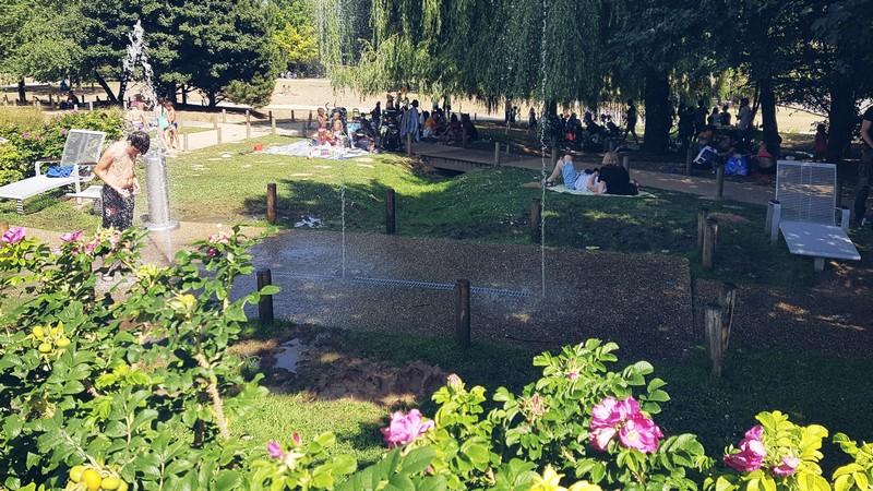 Jeux d'eau des Cascades au parc Georges Valbon