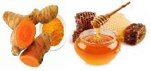 ramuan obat dari bubuk kunyit dan madu