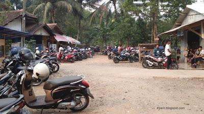 Gunung Munara Parkiran Motor