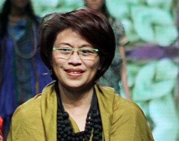 Carmanita Sang Desainer Batik Beberkan Saran Untuk Desainer Pemula