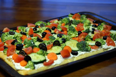 veggie pizza recipe with vegetables on it