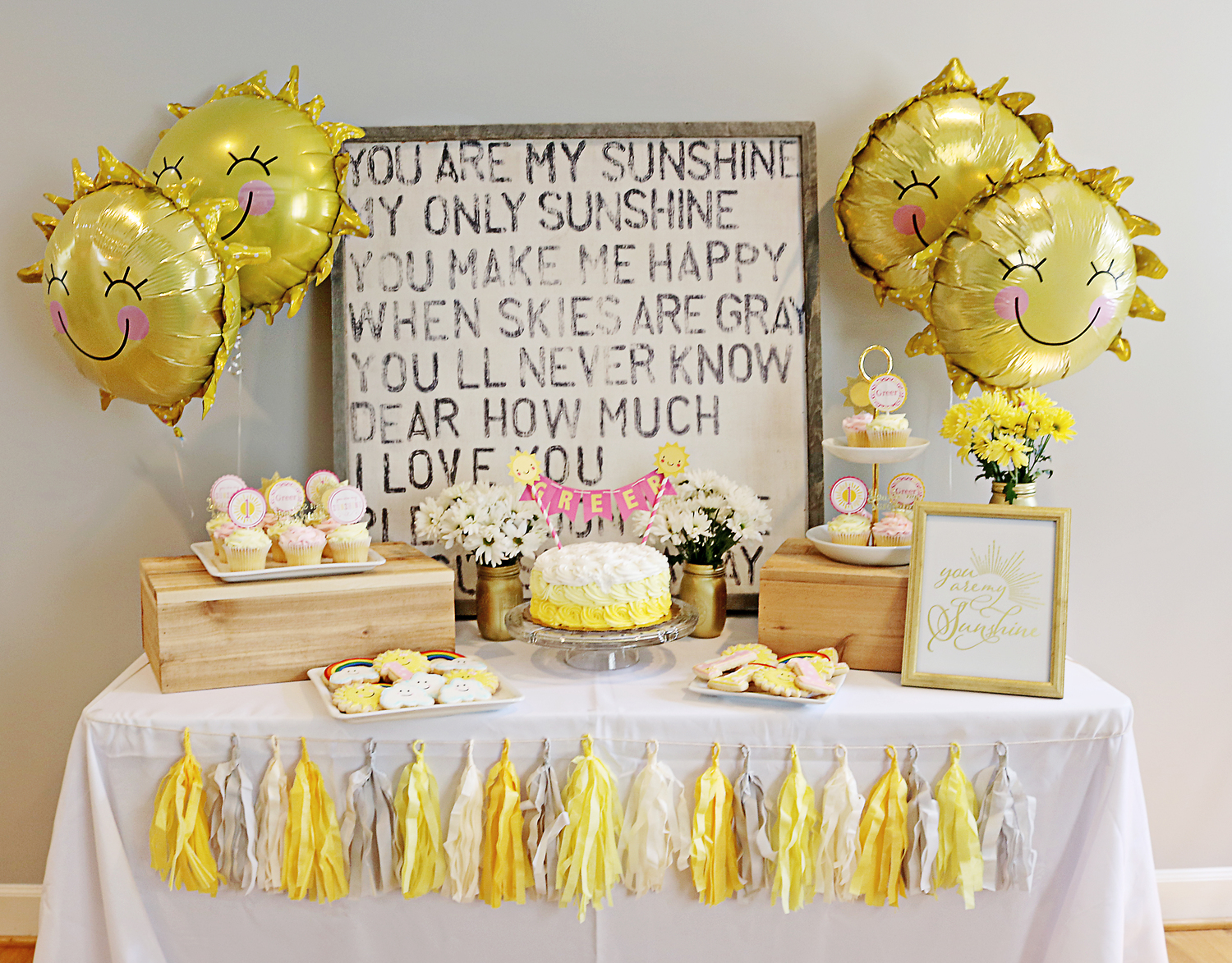 Doo dah you are my sunshine 1st birthday for Baby girl birthday decoration pictures