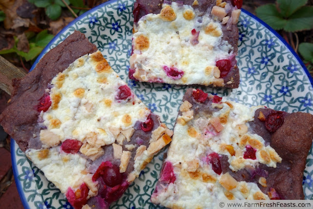http://www.farmfreshfeasts.com/2013/06/berry-crust-pizza-with-cranberry.html