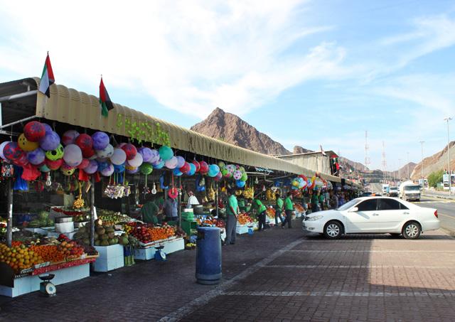 En el camino a Omán, hicimos una parada 'obligada' para ver productos de la zona
