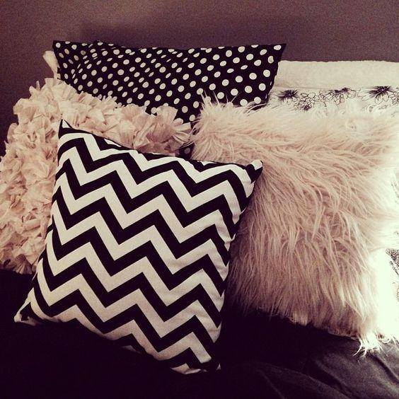 Almofadas na decoração é lindo.