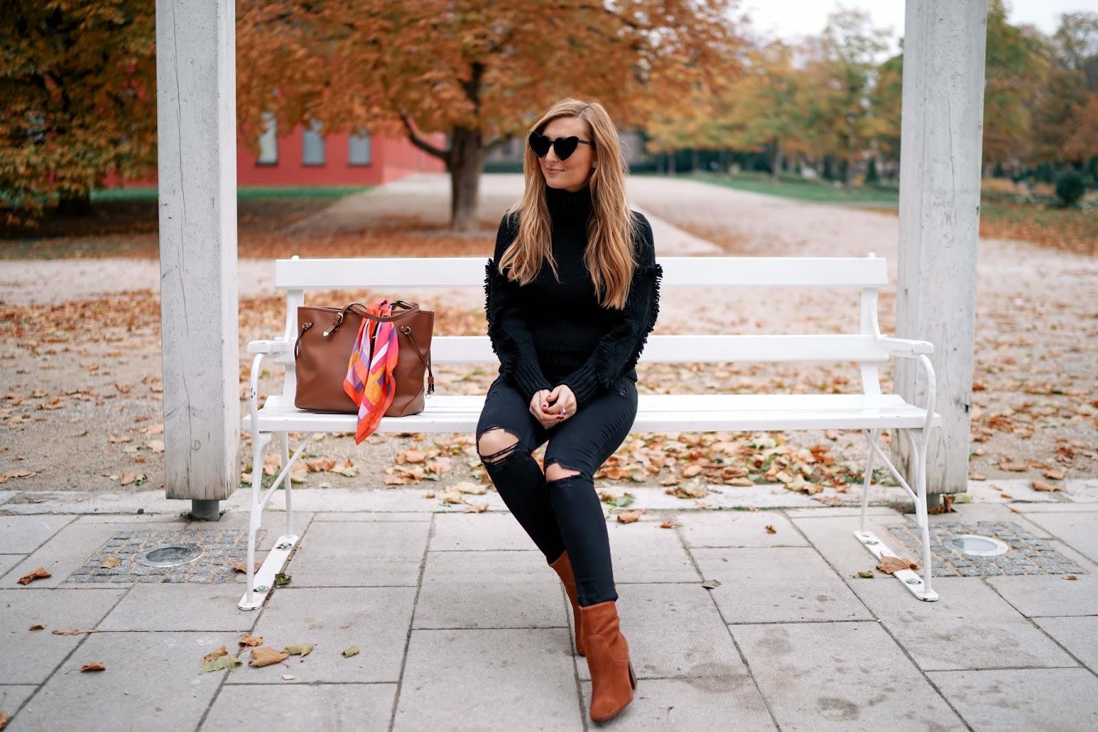 was zieht man im winter an - Winteroutfit-must-have-im-winter-justblack-conleys-pullover-in-schwarz-braune-wildleder-stifeletten-rollkragenpullover-fashionblogger-fashionstylebyjohanna