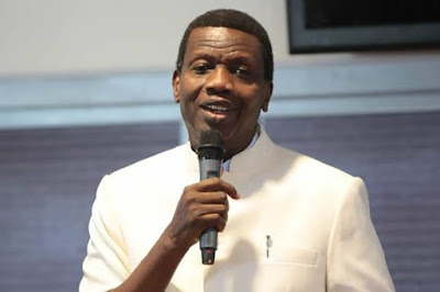 Drama as Pastor Adeboye kisses, lauds wife