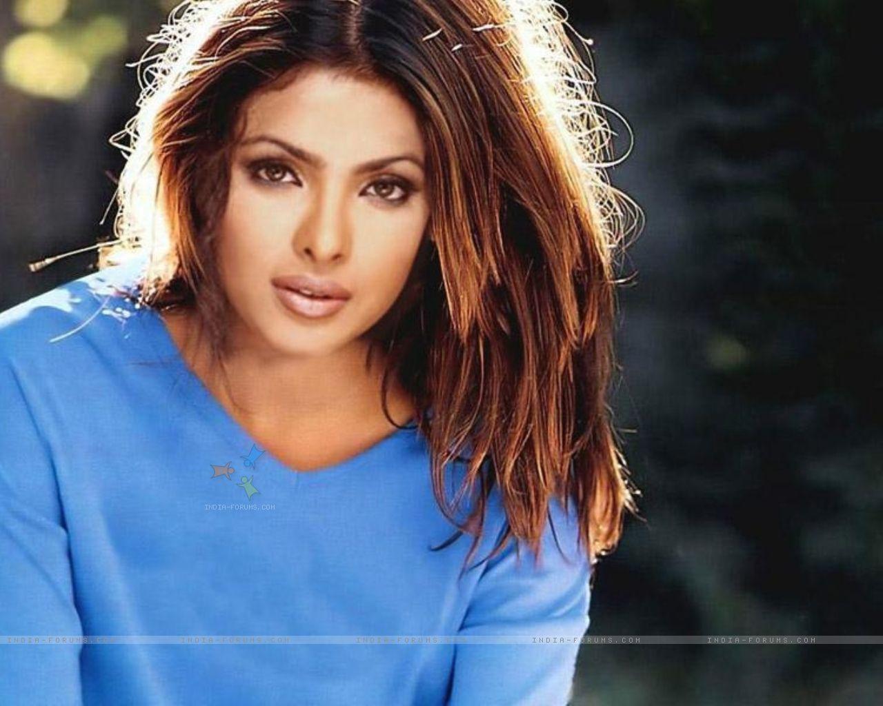 Priyanka Chopra Sexy Move