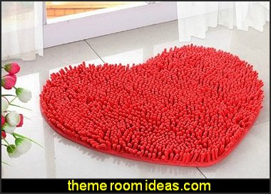 Heart-shaped floor rug
