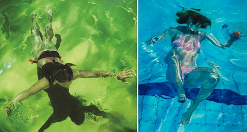 00-Sarah-Harvey-Self-Portraits-of-Realistic-Underwater-Paintings-www-designstack-co