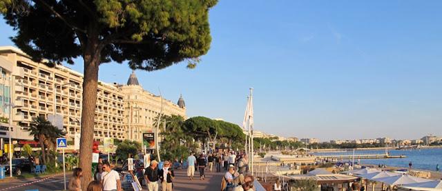 Passeio na Boulevard de la Croisette em Cannes