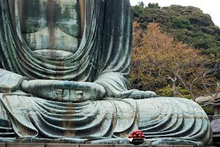 Lord_gautam_Buddha_meditating_posture_hand_position_stone_sculpture_image.jpg