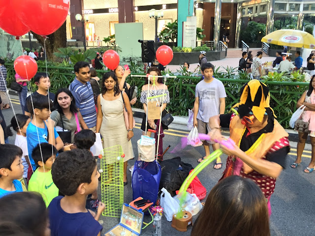 Pedestrian Night on Orchard Road - Balloon Sculptures