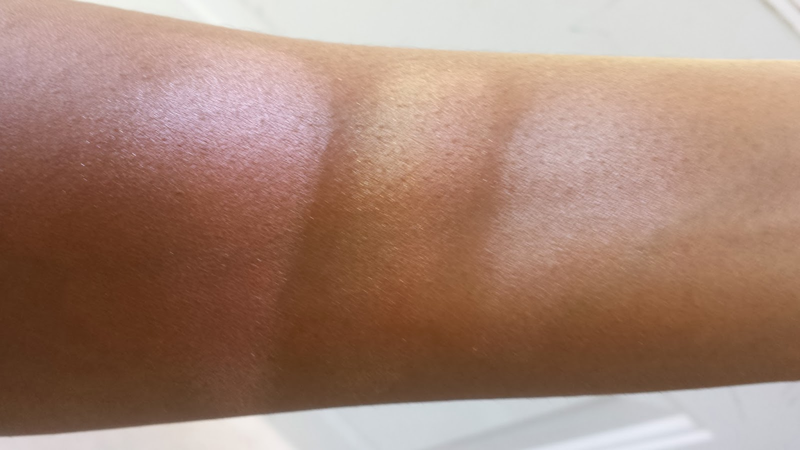 Laura Mercier 'Pink Mosaic' Shimmer Bloc, M.A.C 'Centre of The Universe' Mineralized Skinfinish, Smashbox 'Baked Starburst' swatches - www.modenmakeup.com