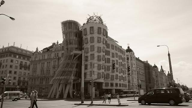 絲絨革命後捷克現代代表性建築,可以在網路上找到山多的資訊。