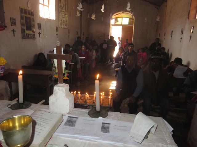 Am vergangenen Sonntag die letzte Messe in der dann abzureißenden alten Kapelle in Casa Grande