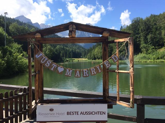 Birdcage vintage wedding - Irish wedding in Bavaria, Riessersee Hotel Garmisch-Partenkirchen, wedding venue abroad