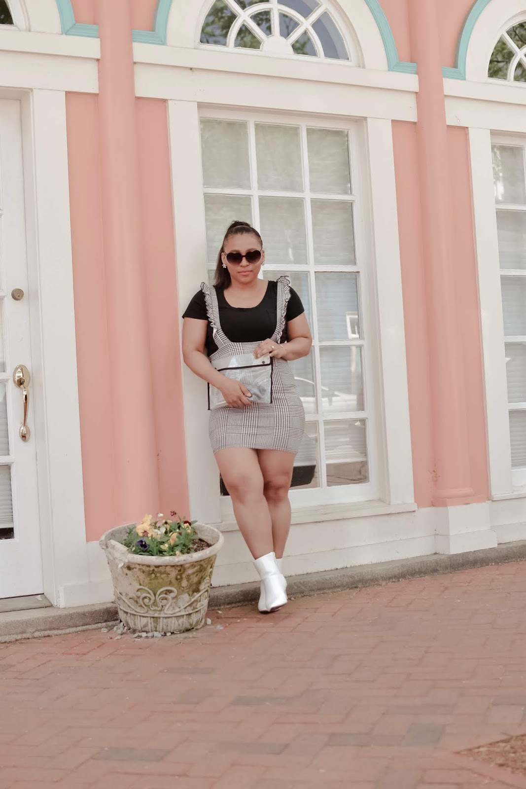 femmeluxe, luxegal, summerstyle, summer outfit ideas, jumpsuit, black and white outfits, diffeyewear, clear bag trend, mom blogggers, stylish moms