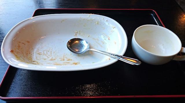 キッチン・マギーのロコモコの食器の写真