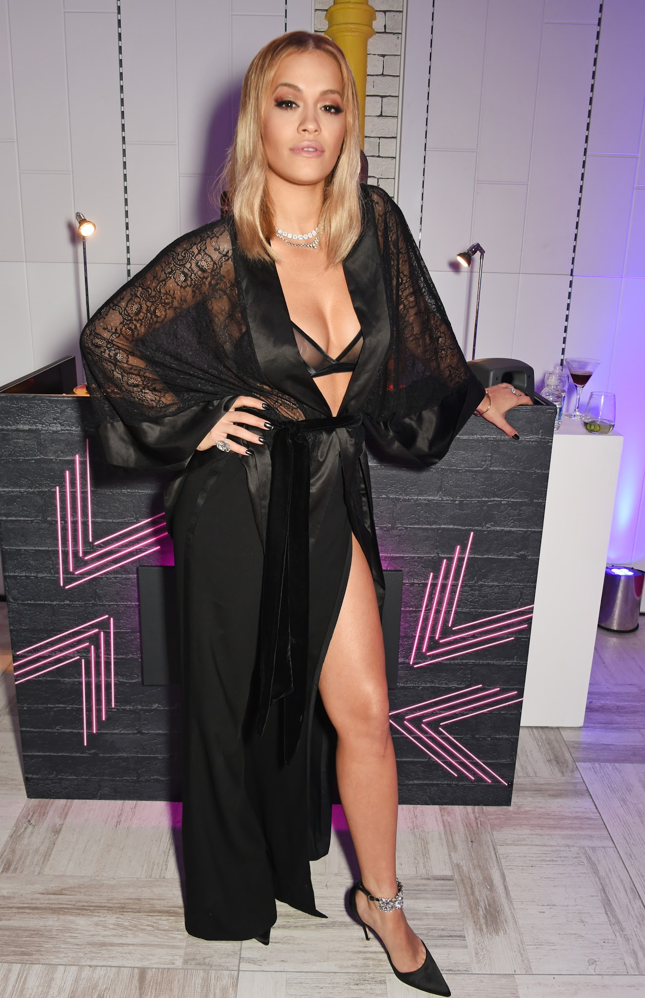 butt Cleavage Rita Ora naked photo 2017