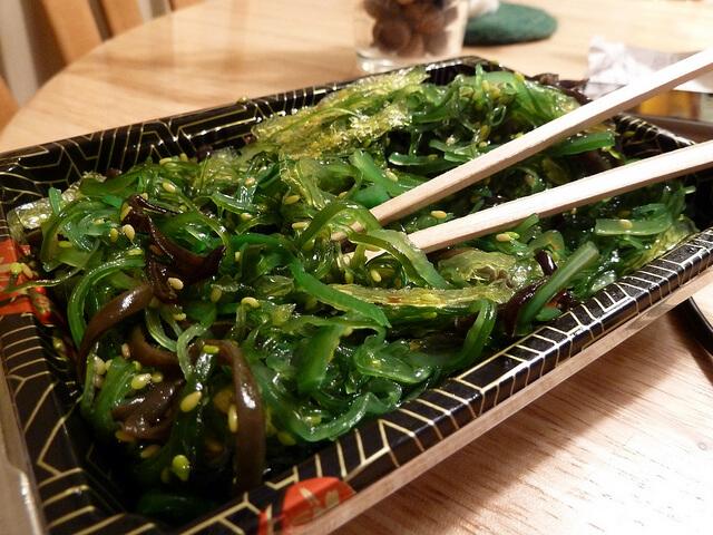 wakame alga que que grasa de manera efectiva