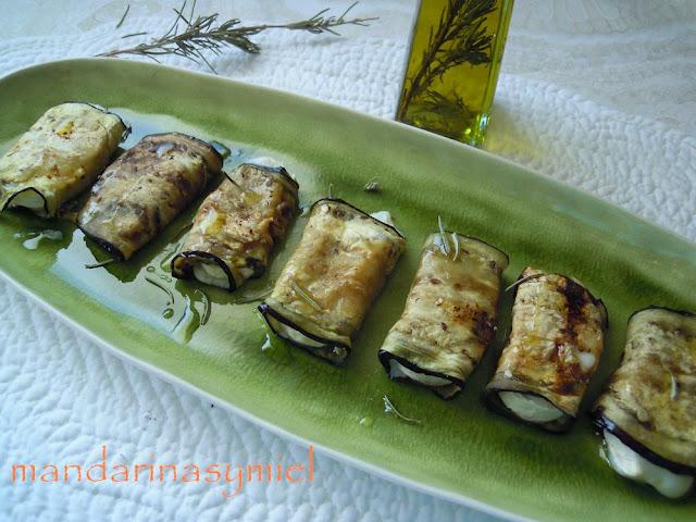 rollitos de berenjena con queso de cabra y aceite de romero - Mandarinas y miel