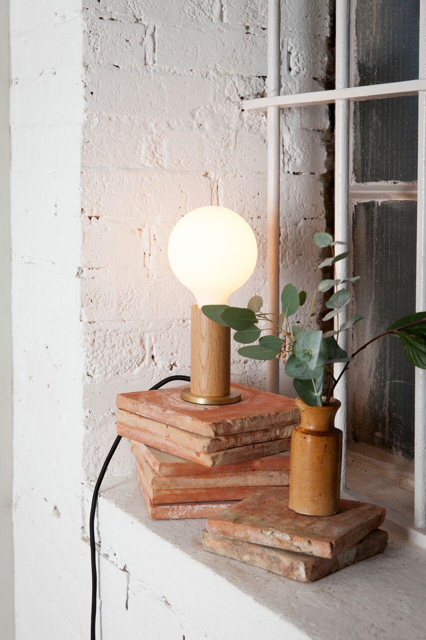 Lampa z dużą żarówką