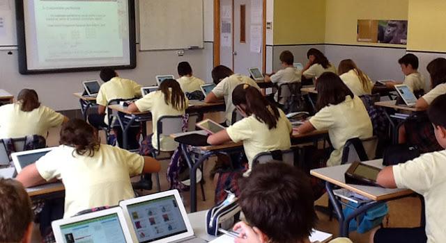 Apple acuerda convenios exclusivos con colegios.