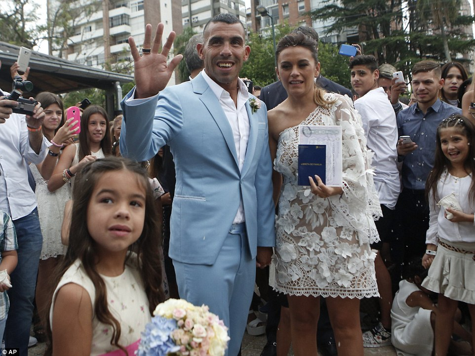 Former Man City Striker Carlos Tevez Marries Her Childhood Heartrub Venesa - Photos 3B9485A600000578-4059244-image-a-24_1482429072966