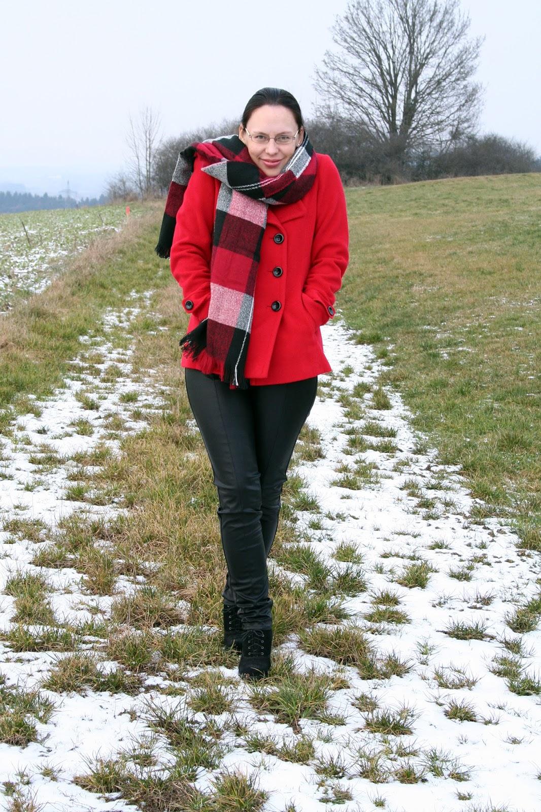 schrankmonster 001: lederhose zu rot kombiniert – elablogt