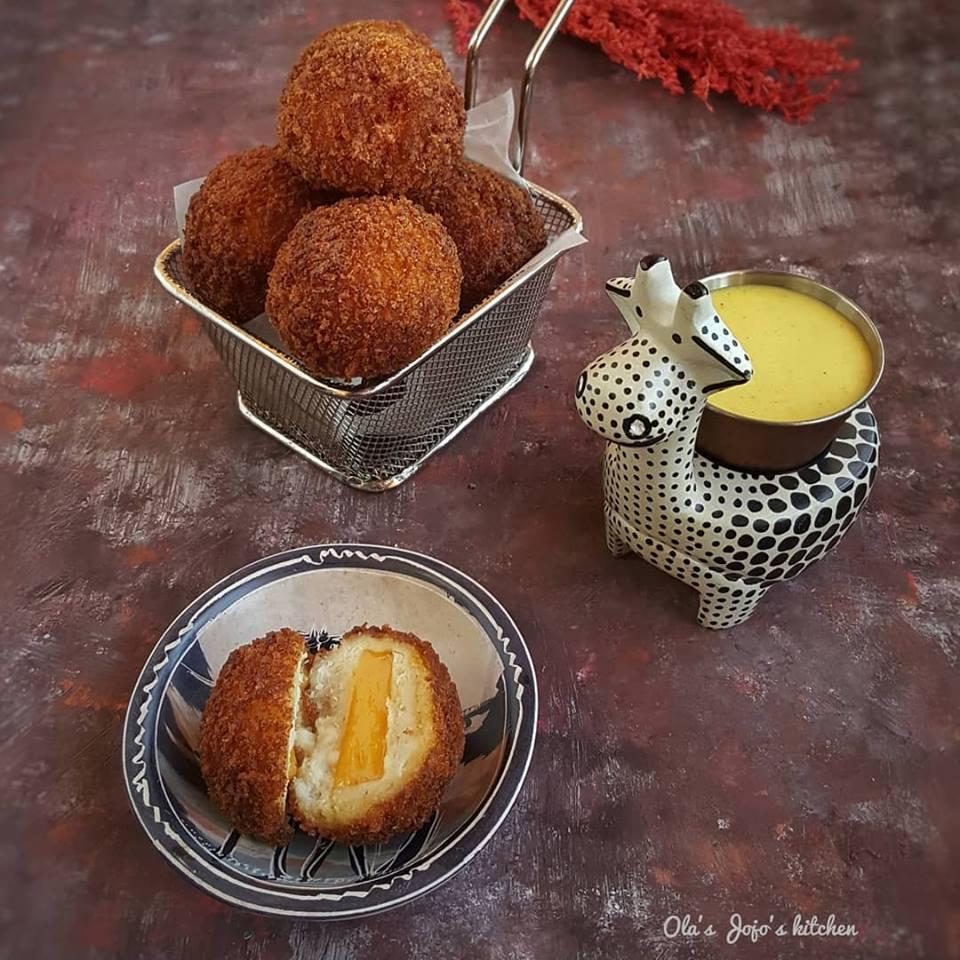 طريقة عمل كرات الدجاج بالجبن