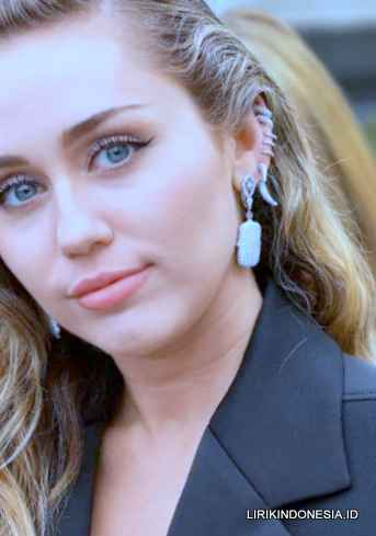 Lirik We Can't Stop dari Miley Cyrus