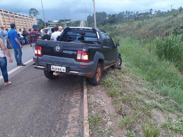 Mulher morre após ter moto atingida na BR 364; motorista com sinais de embriaguez foi preso