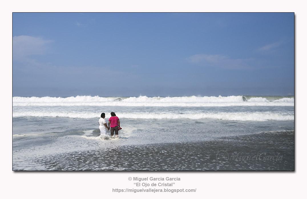 Lurín, Playa de los Pulpos.- La mar en fucsia.