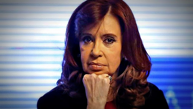 Cristina pierde intención de voto pero mantiene su liderazgo
