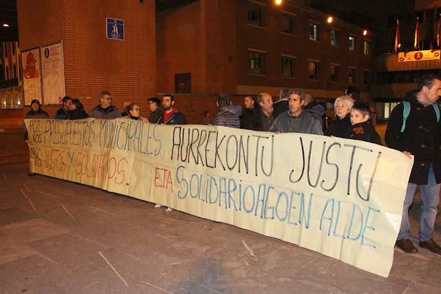 Movilización ante el Ayuntamiento de Barakaldo