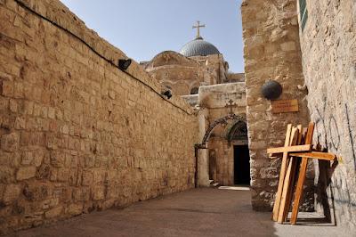 Rua por onde Jesus carregou a cruz