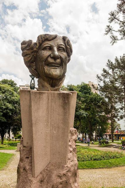 A máscara de Lala Schneider