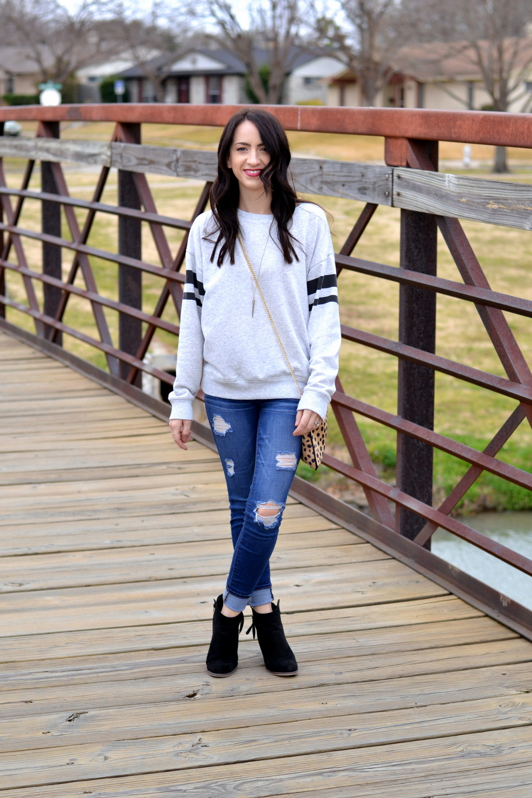 Casual_Sweatshirt_Ripped_Denim