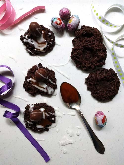 galletitas de chocolate de pascua, niditos con dulce de leche