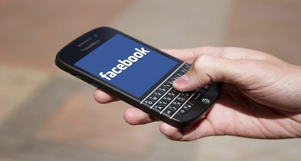 Facebook sues BlackBerry for theft